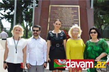 Ajda Pekkan Şəhidlər Xiyabanında (FOTO)